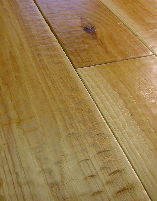 Hickory Prefinished Hand Scraped Hardwood Flooring Photo